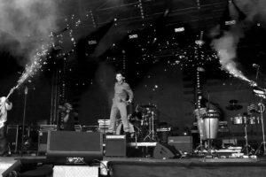 Hintergrundbild Michael Meyers auf Box mit Pyrotechnik