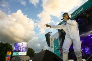 Sänger als Major Tom auf der NDR Sommertourbühne