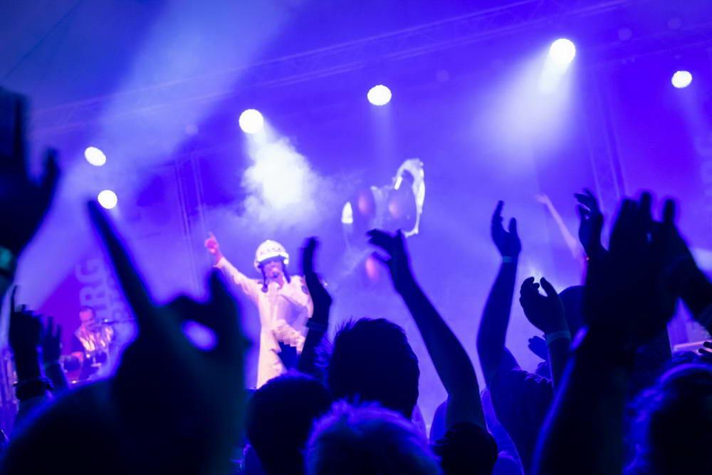 Major Tom aus dem Publikum heraus fotografiert.