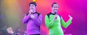 Slider oben, Zwei Sänger als Spucki von Traumschiff Surprise verkleidet