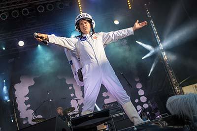 Sänger der Partyband 'Das Fiasko' als Major Tom verkleidet