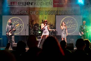 Sängerin aus dem Publikum heraus fotografiert